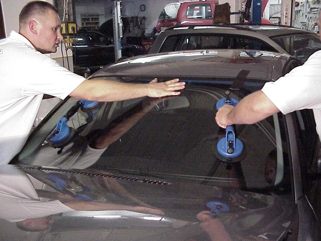 Autoglas Unger Mobil die Profis für Neuverglasung und Reparatur von Autoscheiben.