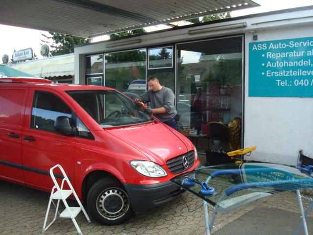 Neuverglasung von Autoscheiben im Raum Hamburg direkt vor Ort.